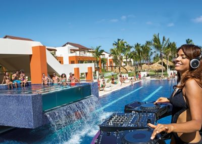breathless-punta-cana_Pool-Party_Day_1