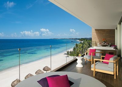breathless-riviera-cancun_presidentialst_4thfl_terrace_2a