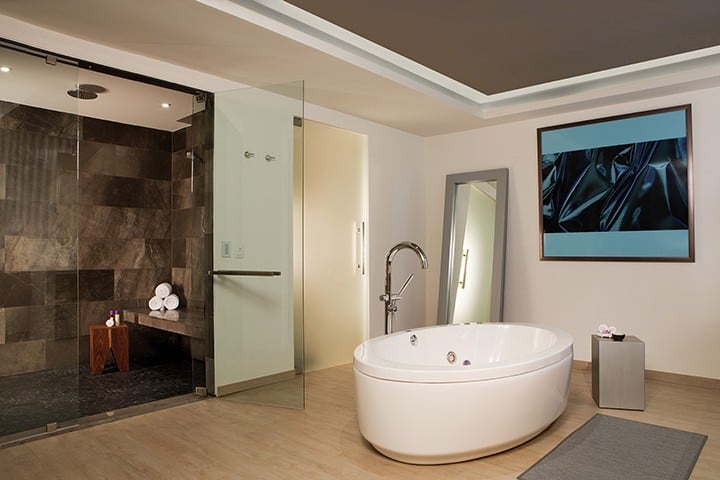 breathless-riviera-cancun_presidentialst_bathroom1_1a