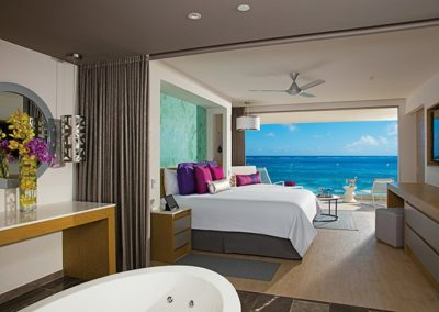breathless-riviera-cancun_xc_mastersuite_bedroom_of_2a